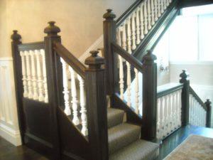 Dřevěné schodiště v anglickém stlu