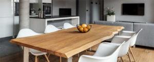 Dubový stůl s přírodní zkosená hranou