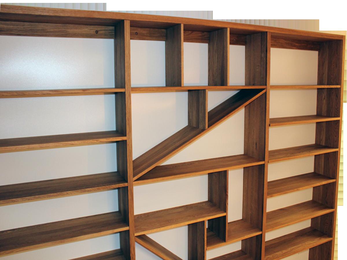 Dominantní kus masivního, dubového nábytku, který dokáže zateplit obytný prostor. Knihovna spojuje praktické využití, kdy pojme množství literatury, se zajímavým středovým prostorem.